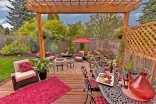 Fire Pit Under Pergola by Fire Pit Water Feature Pergola Paver Courtyard