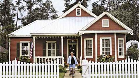 cute bungalow with detached garage house plans and home covington cottage house plan 3 bed 2 bath 1941 sq ft