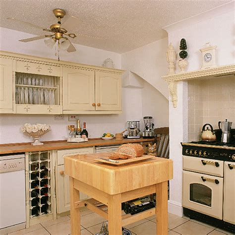 cream country kitchen country decorating ideas cream traditional kitchen kitchen design decorating