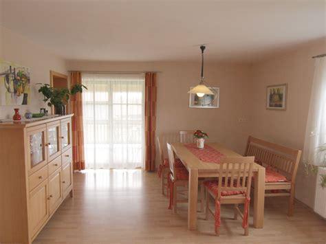 küche wohnzimmer schlafzimmer einrichten holz