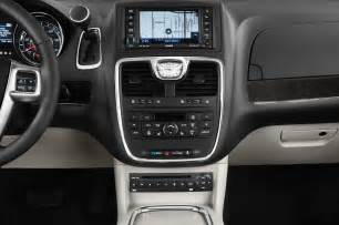 2014 Chrysler Town And Country S 2014 Chrysler Town Country Reviews And Rating Motor Trend