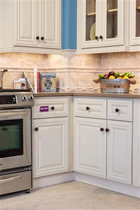 kitchen cabinets victoria victoria ivory kitchen cabinets roselawnlutheran
