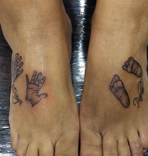 tatuaje de huellas de pies y manos de bebes tatuajes en