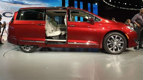 2017 chevy minivan 2017 chrysler pacifica aims to reinvent the minivan