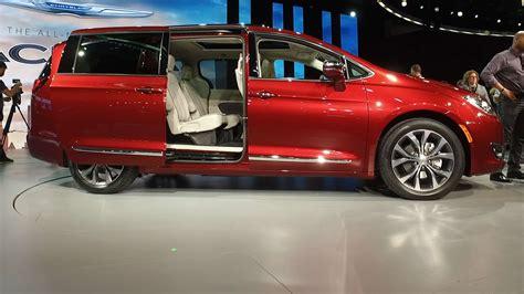 chrysler pacifica aims  reinvent  minivan