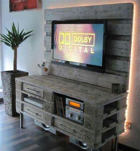 mobili con pedane mobili per tv fai da te realizzati con bancali 20 idee