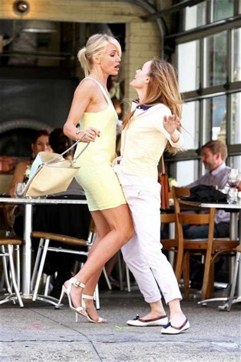 cameron diaz and leslie mann on set in nyc 4 zimbio