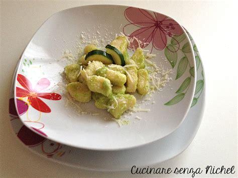 nichel alimenti proibiti gnocchi di ricotta al pesto di zucchina nichel free