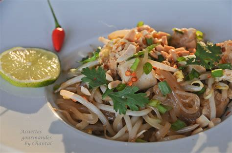 cuisine thailandaise recette recette de pad tha 239 nouilles de riz saut 233 es au poulet