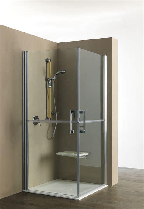 box doccia con sedile una doccia anziani senza barriere con l aggiunta della seduta