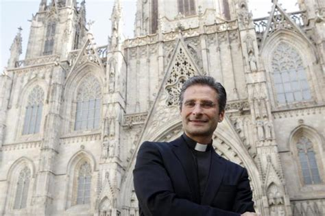 imagenes no tan ocultas del vaticano el cura que se declar 243 gay y present 243 a su novio en el