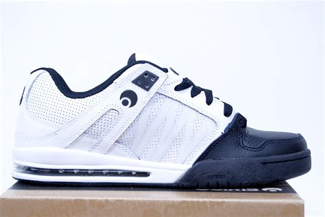 osiris pixel white black black skate shoes wooki