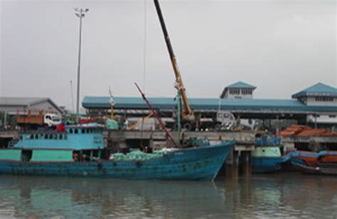 Indonesia Foe Sale wooden ship with 27 on board sank in indonesia ships for sale