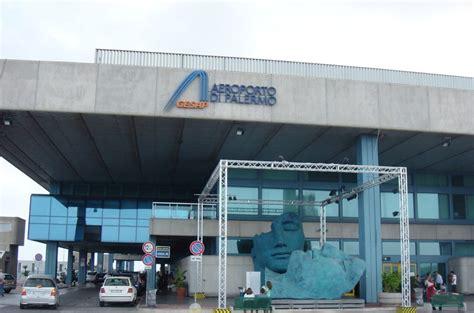 parcheggio porto trapani parcheggio aeroporto macchine in coda in corsia d