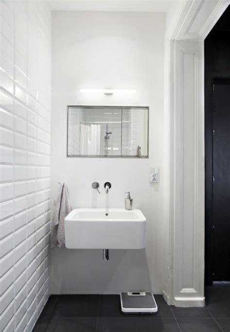 Frauen Waschbecken by Spiegel Badezimmer Elvenbride