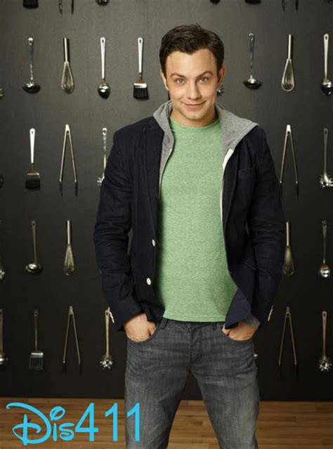 theme song young and hungry exclusive jonathan sadowski talked about working on abc