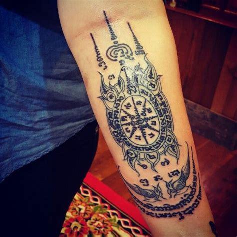 bamboo tattoos in bali traditional indonesian tattooing traditional thai bamboo tattoo sak yant magical thai