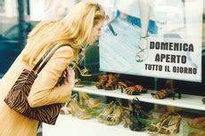 orari popolare di marostica le aperture festive tornano in discussione