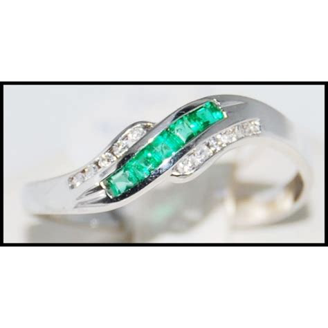 18k white gold genuine gemstone emerald ring r0050