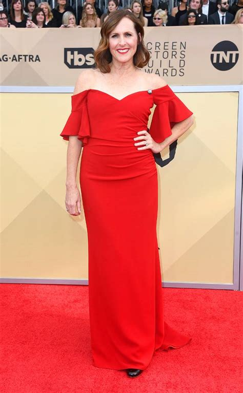 e news red carpet molly shannon from 2018 sag awards red carpet fashion e