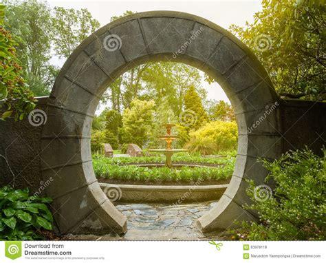 L Use Im Garten 3980 by Steintorbogen Im Garten Stockfoto Bild B 228 Ume Gatter