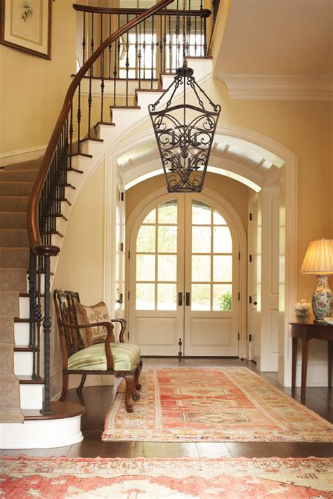 beautiful foyer paint color on wall and rug info thx