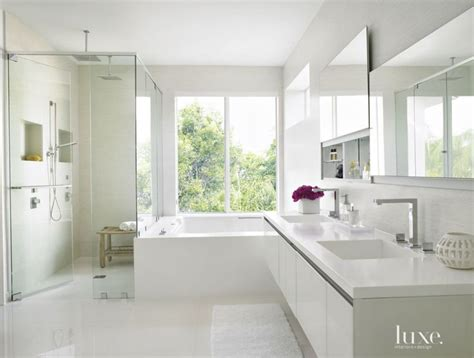 modern white bathroom 1000 ideas about modern white bathroom on pinterest