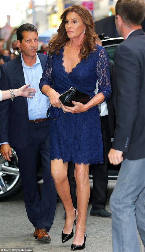 crossdressing weekend getaway nyc caitlyn jenner arrives at broadway show with transgender