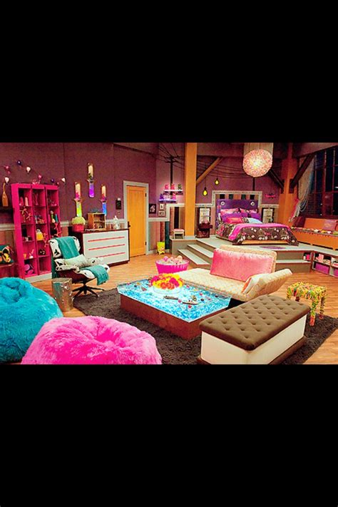carly s bedroom cool room from icarly lol teenage preteen bedroom ideas