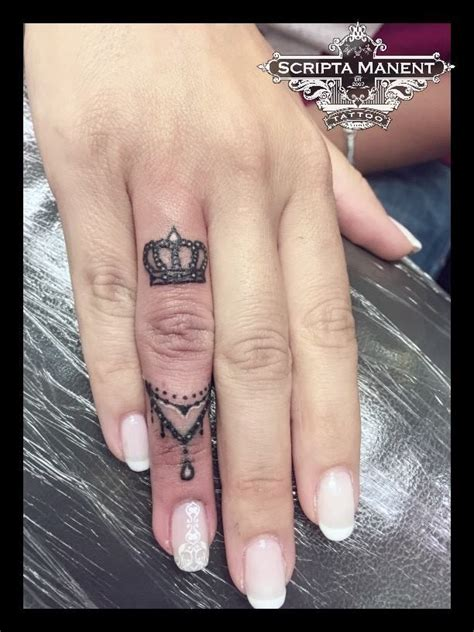 tattoo finger krone 35 best rea mini tattoos images on pinterest cute