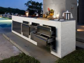Modern Outdoor Kitchen - step out to enjoy the beauty modern outdoor kitchens