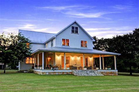 texas farmhouse homes best 25 texas farmhouse ideas on pinterest fixer upper