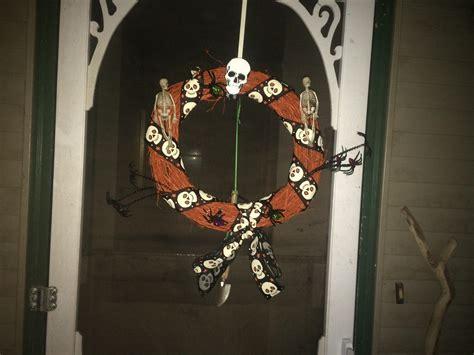 wreath  put    front door halloween