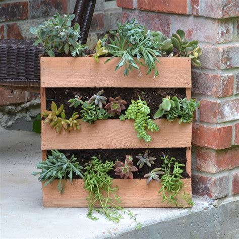 Inexpensive Outdoor Planters by 19 Inexpensive Diy Pallet Planters To Beautify Your Garden