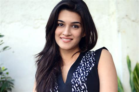 biography of movie dilwale boyfriend of kriti sanon