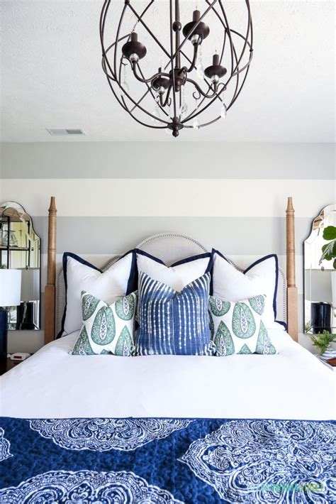 white and navy blue striped wall eclectic bedroom best 25 navy blue bedrooms ideas on pinterest