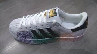 Hombres De Las Adidas Originals Superstar Pride Pack Zapatos Corriendo Blanco Ftw Negro Corriendo Blanco Ftw D70351 Zapatos P 505 by Tenis Zapatillas Adidas Superstar Hombre Y Mujer 255
