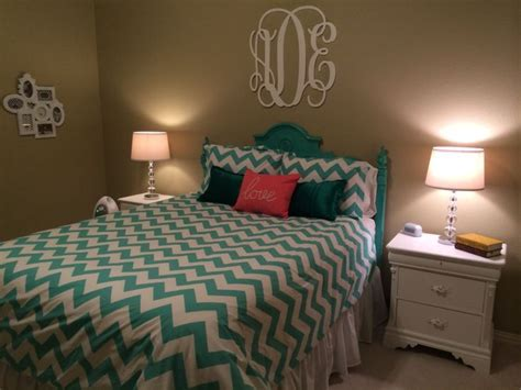 chevron decorations for bedroom 1000 ideas about teal chevron room on pinterest turquoise curtains turquoise teen