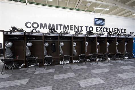 raiders locker room don t expect raiders to change logo slogan las vegas review journal