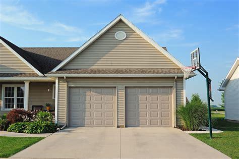 chiohd residential garage doors chiohd residential garage doors carriage house overlay