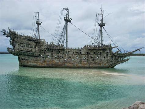 flying dutchman kapal bajak laut berhantu widyanpn