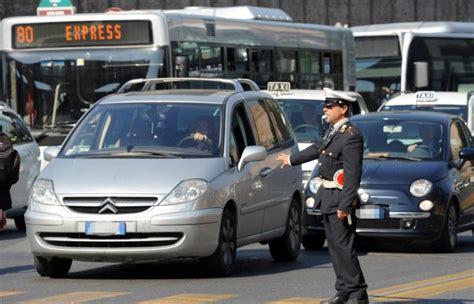 al volante quotazioni assicurazioni stangata per le donne al volante