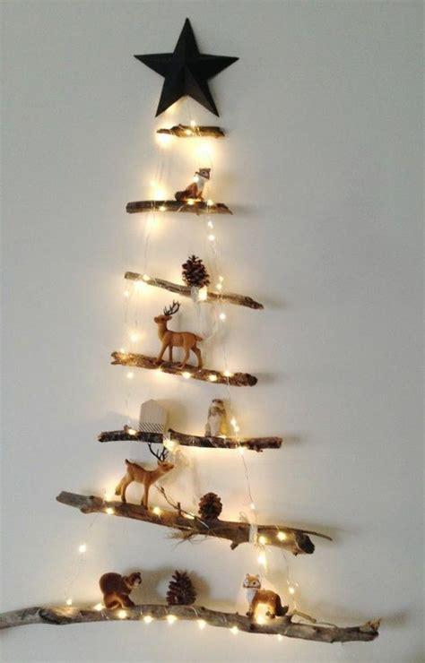 tannenbaum aus treibholz treibholz wanddeko weihnachtsbaum aus holz mit kleinen