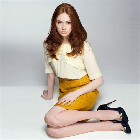 hot celeb images karen gillan s legs hot and sexy celebrity legs images