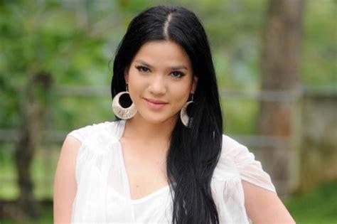 Kaos Tulisan Cecan Cewe Cantik Pink Magenta profile norin berita profil foto selebriti indonesia