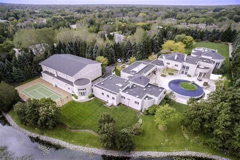 michael jordans house score michael jordan s incredible estate for 14 855 000
