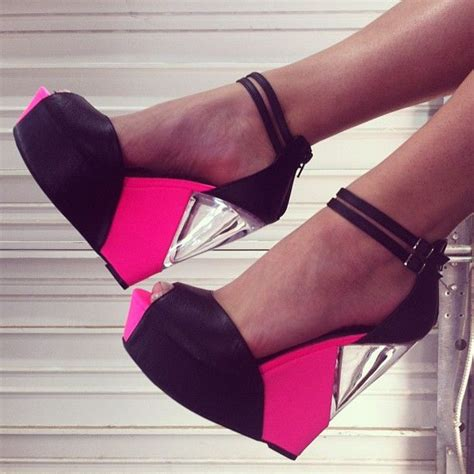 Wedges C H A N E L Jepit clear peekaboo in the wedges of these pink