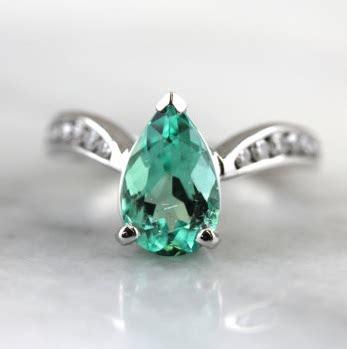 Cincin Putih Wanita Batu Garnet model cincin nikah untuk wanita menggunakan batu permata