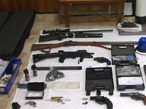 detenere armi in casa senigallia arrestato 36enne aveva in casa un arsenale