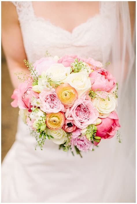 5 of the prettiest spring wedding bouquets ever 5 of the prettiest spring wedding bouquets ever weddings